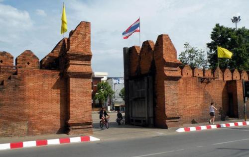 2918b-thapae-gate